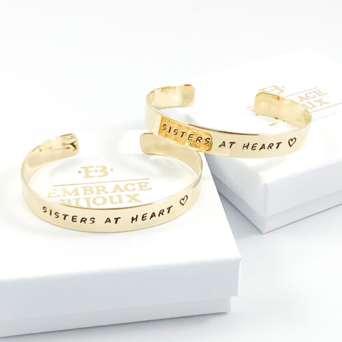 Armband met tekst sisters at heart messing - goud