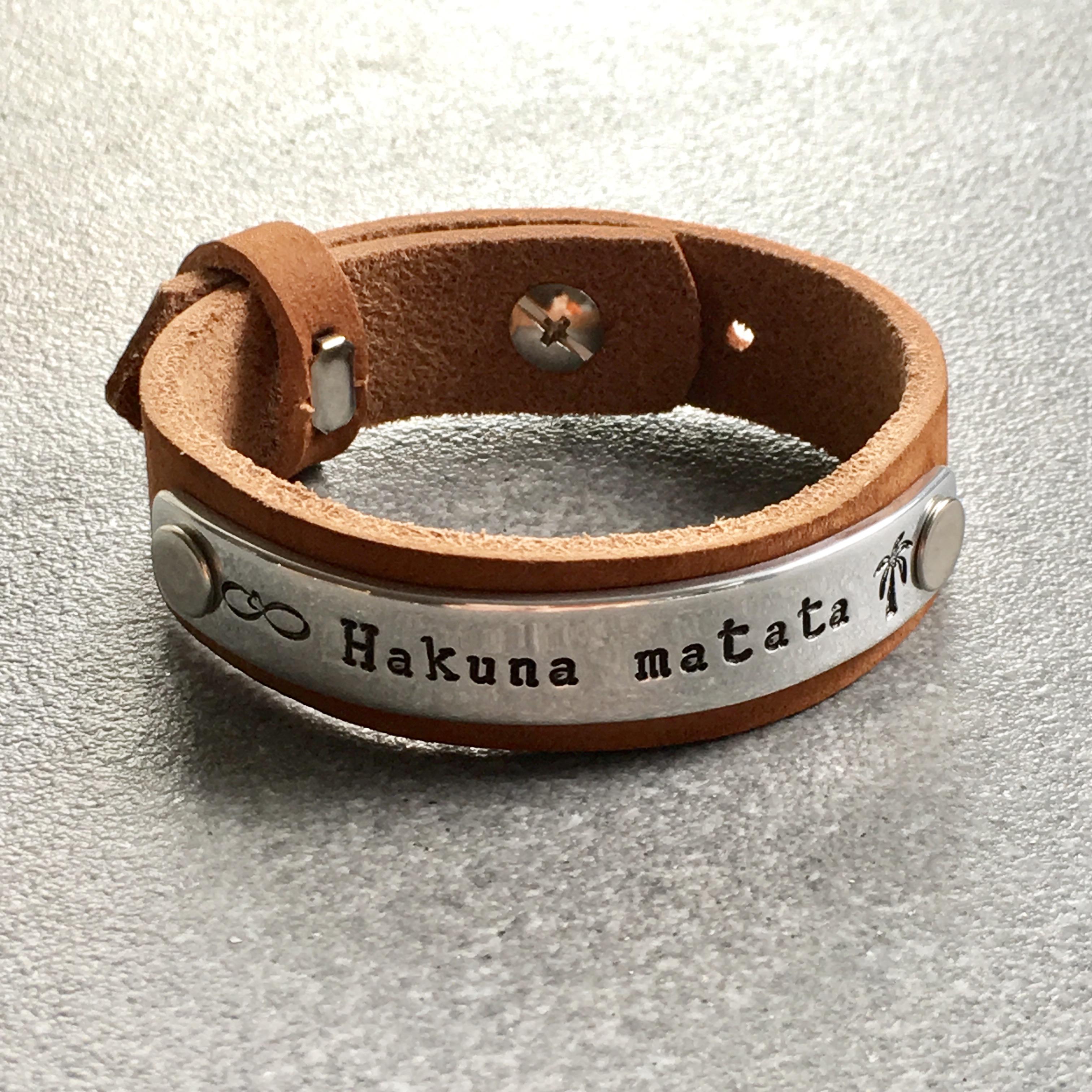Leren armband met tekst plaatje (verschillende lettertypen & kleuren leer)-9291