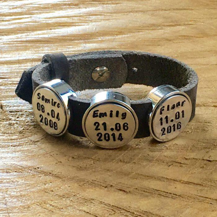 Leren armband met naam - datum - symbool sliders (verschillende lettertypen & kleuren leer)-9026