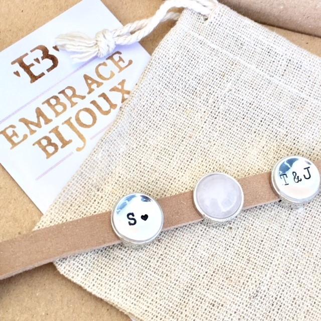 Leren wikkel armband met letter of symbool slider-9508