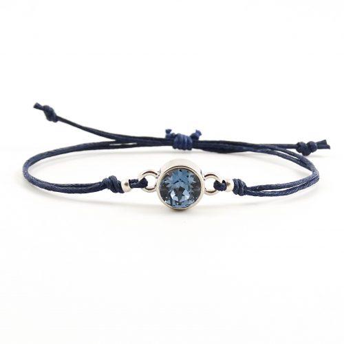 Armband met donkerblauw steentje