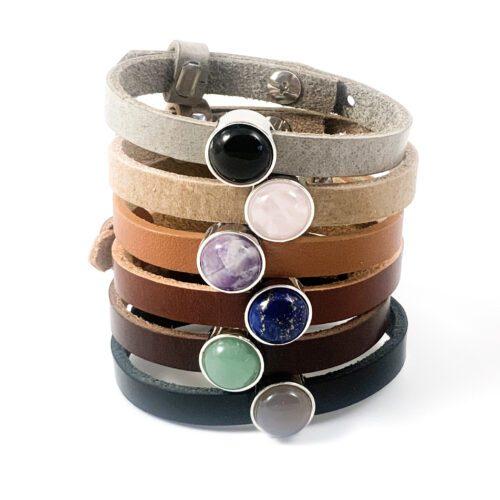 Leren armband of wikkel armband met edelsteen armbanden onyx rozenkwarts amethist lapis lazuli aventurijn grijs opaal