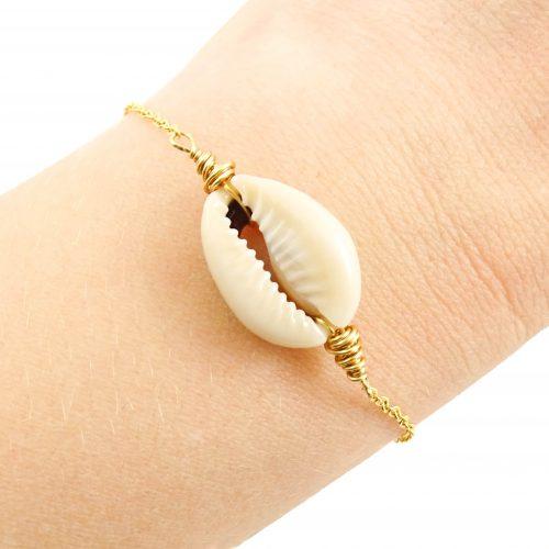 Cowrie schelp armbandje goud