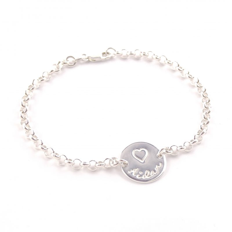 Zilveren armbandje met naam en symbool