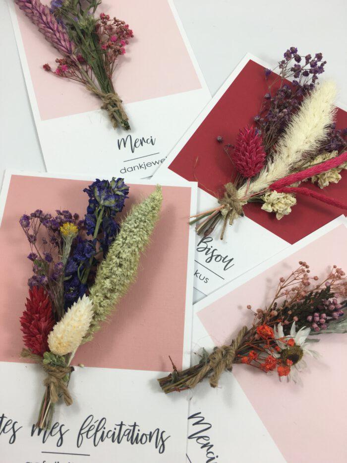 Wenskaart met droogbloemen gedroogde bloemen bedankt kus gefeliciteerd