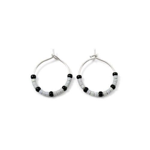 Oorbellen 'minimal bead hoops' grijs en zwart