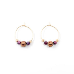 Beaded hoop oorbellen goud – aubergine – 20 mm